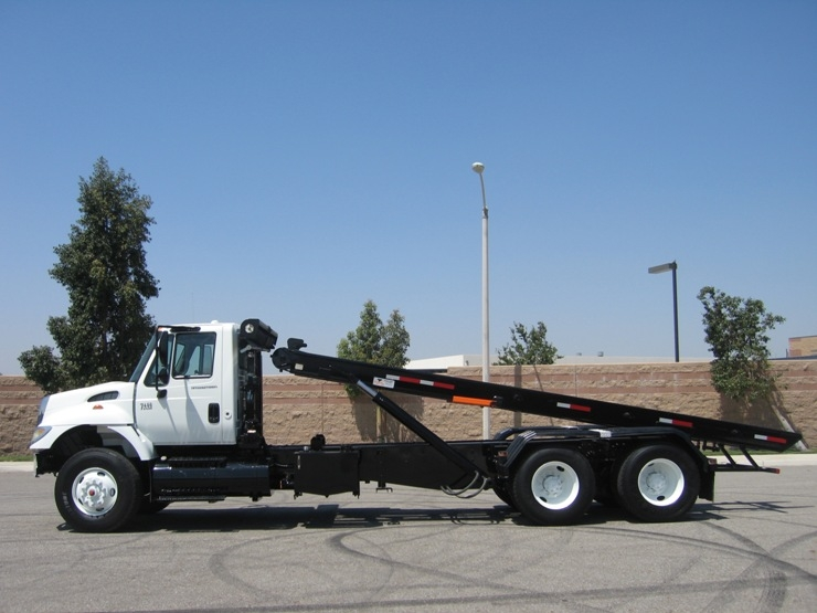 75 2004 International Roll Off Truck For Sale With STS Roll Off Hoist