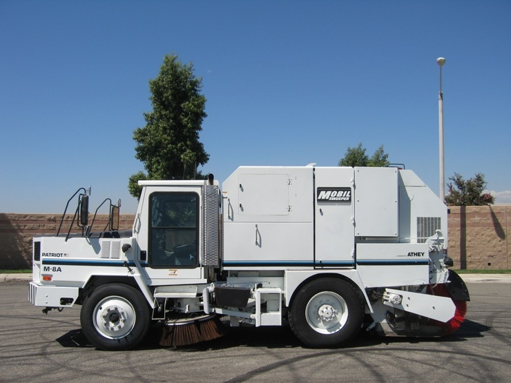 87 2000 Athey Mobil Patriot M 8A Twin Engine Mechanical Street Sweeper For Sale