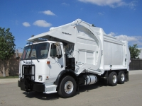 2006 Autocar Xpeditor with McNeilus 40 Yd Front Loader Refuse Truck for Sale