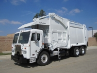 2009 Peterbilt 320 with McNeilus 40 Yard Front Loader Garbage Truck for Sale