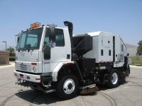 2007 Schwarze M6000 Twin Engine Street Sweeper for Sale on Sterling SC8000