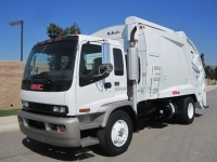 2004 GMC T7500 Garbage Truck for Sale with McNeilus 17 Yard Rear Loader
