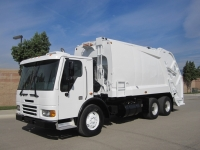 2007 Freightliner Garbage Truck for Sale with New Way 25yd Rear Loader Body