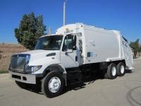 2005 International 7400 Trash Truck with Leach 2R-III 25 Yard Rear Loader For Sale