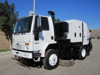 2006 Schwarze M6000 Twin Engine Street Sweeper for Sale on Freightliner FC80