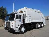 2006 Peterbilt 320 Garbage Truck with McNeilus 25 Yard Rear Loader for Sale