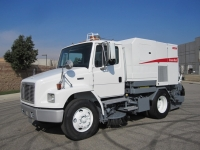 2002 Elgin Broom Bear Street Sweeper for Sale on Freightliner FL70 Chassis