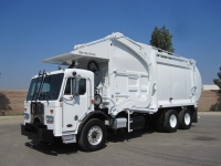 2007 Peterbilt 320 with McNeilus 40 Yard Front Loader Garbage Truck for Sale