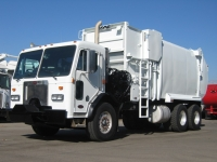 2002 Peterbilt Garbage Truck for Sale with Wayne Curbtender 27yd Side Loader Body