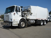 2006 Autocar Garbage Truck for Sale with Bridgeport Side Loader Trash Body