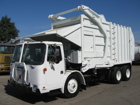 1998 Volvo WXLL64 with Pak-Mor 35yd Front Loader Refuse Truck