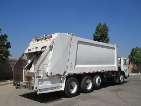 2007 Autocar Xpeditor with Heil DuraPack 5000 32yd Rear Loader Refuse Truck
