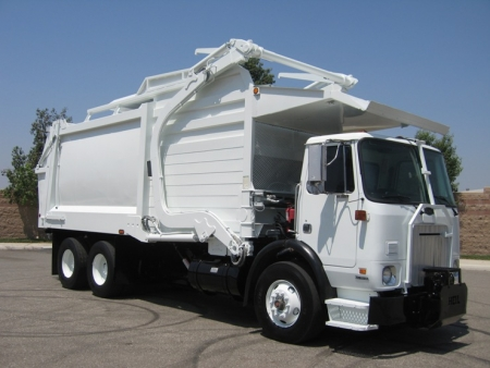 2006 Autocar Xpeditor with Heil Front Loader Refuse Truck