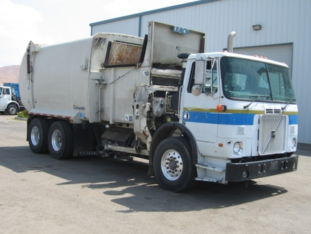 2000 Volvo Xpeditor with Curbtender Automated Side Loader