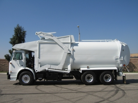 2006 Autocar WX64 Xpeditor with Amrep 40yd Front Loader