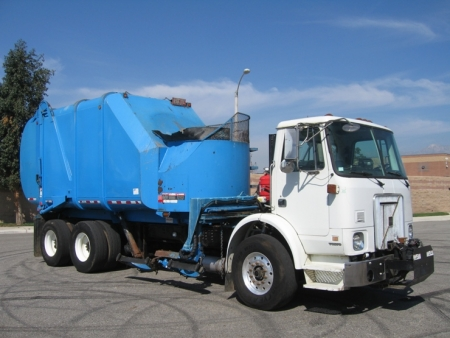 2004 Autocar Refuse Truck with Heil 30yd Rapid Rail Automated Side Loader