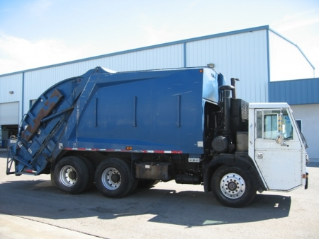 2000 Crane Carrier Garbage Truck with McNeilus 20yd Rear Loader