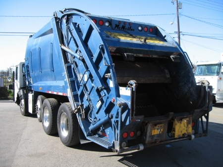 2001 Crane Carrier Garbage Truck with McNeilus 25yd Rear Loader