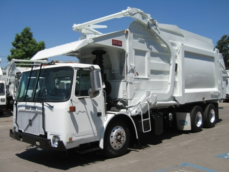 2002 Volvo CNG with Heil 40yd Front Loader Refuse Truck